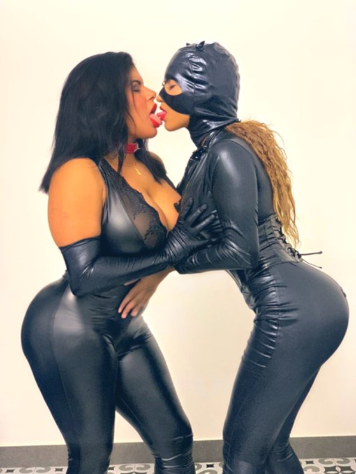 #catwomans whit @venusafroditahd muy pronto en #onlyfans 🐱🐱 #latex #fetisch #catwoman #catwomancosplay