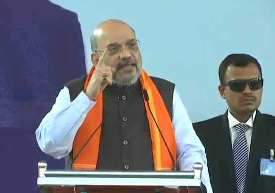 There's no clause in the CAA that takes away the citizenship of Muslims in India.   People have been on the roads and collided with the police as well. Rahul Gandhi, Arvind Kejriwal, Mamata Banerjee, Communists, SP, BSP is responsible for this: Shri @AmitShah #IndiaSupportsCAA<br>http://pic.twitter.com/IiftBfSi1M