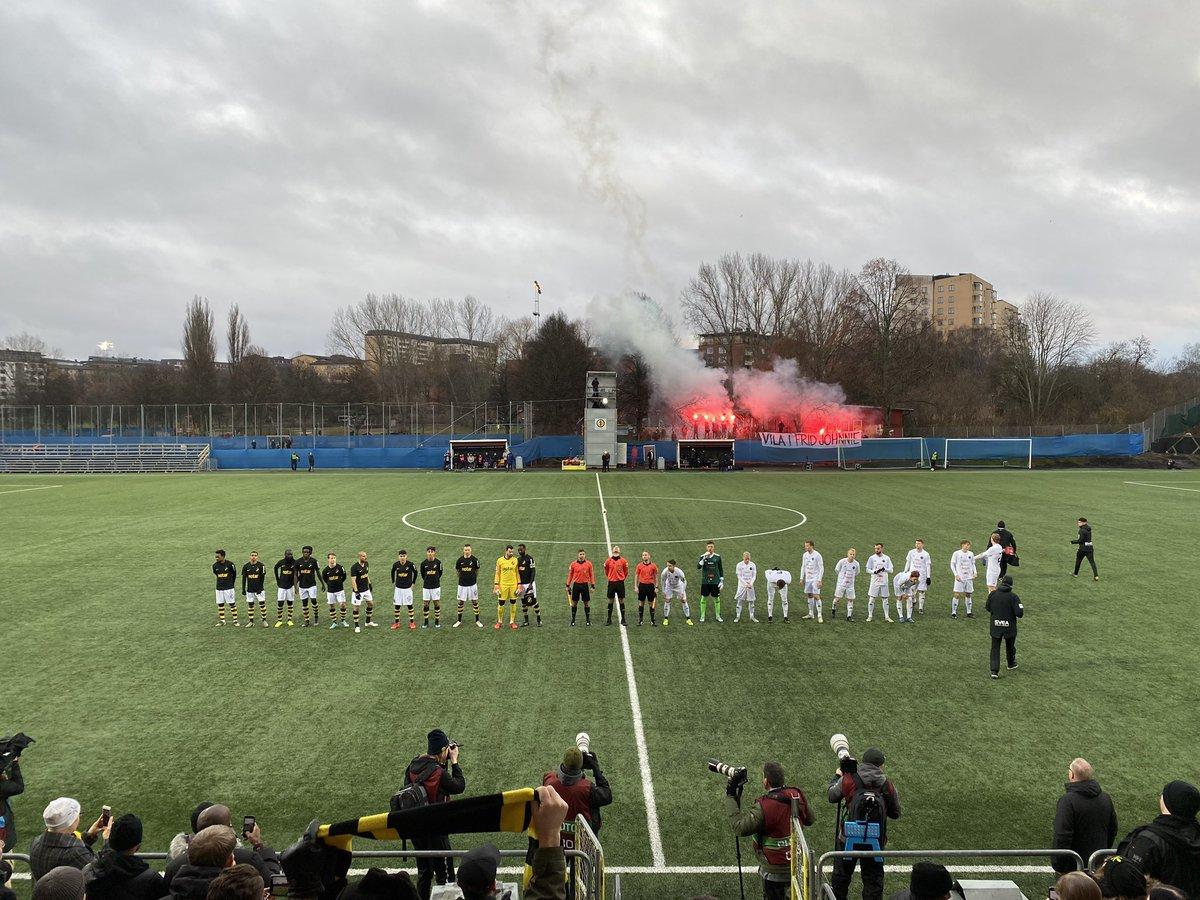 Med 4-3-3 ska vi erövra fotbolls-Sverige... O kom ihåg kids. Fotboll är bäst på plats. pic.twitter.com/qHgyIK6vrR – at Skytteholms IP