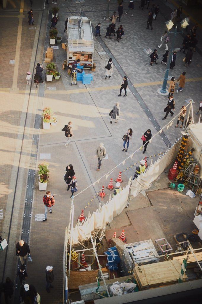 方向性はいくつあってもいいもんだ。  パッと切り取った中でこれだけの人がそれぞれの方を向いている。    #coregraqhy #PhotoOfTheDay    #tokyo #tokyophoto  #街中 #自由をふくらまそうpic.twitter.com/k5tWELFyk8
