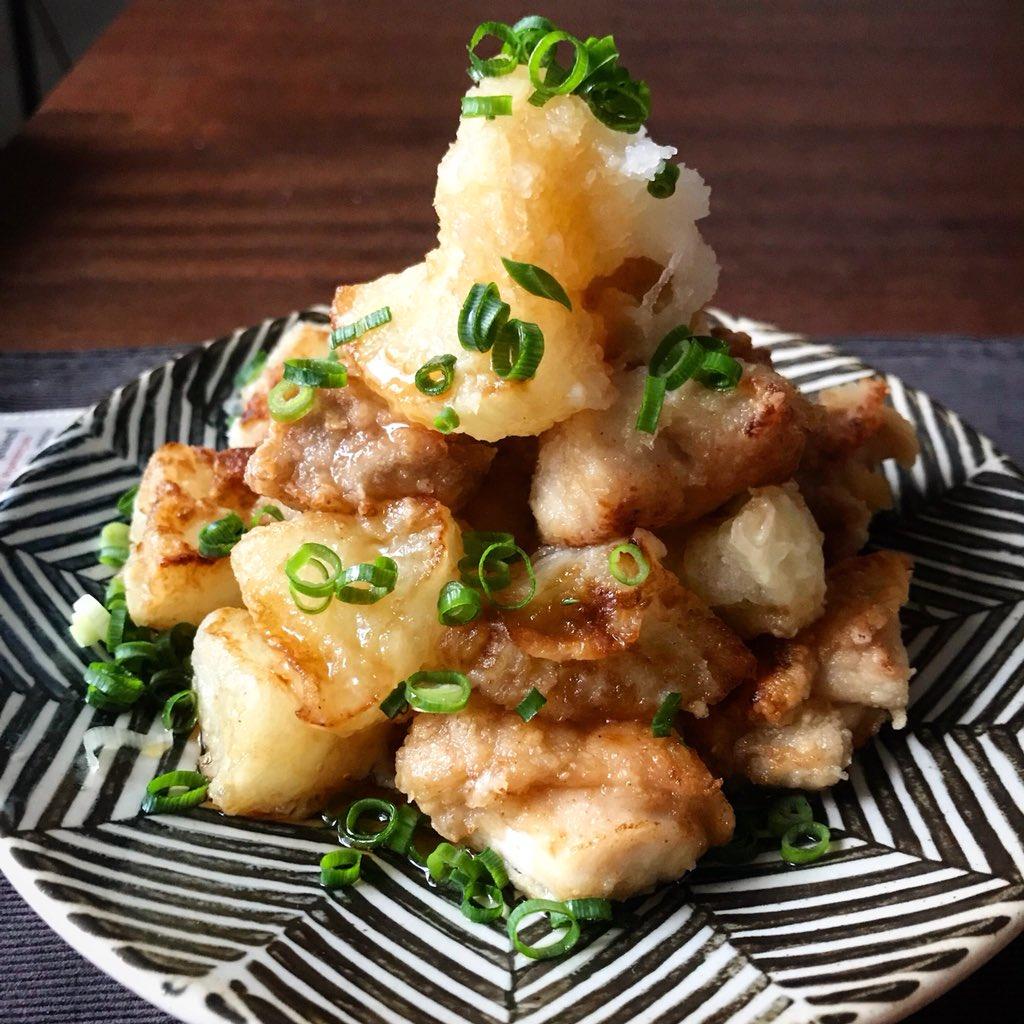 大根がカリッ!ジュワッ…めちゃくちゃ美味しい冬のおかず。【材料5つ‼️揚げだし鶏大根】大根鶏モモ肉めんつゆだしの素(めんつゆでも)片栗粉以上。少ない油で十分美味しくでき、味付けに失敗がゼロ。大根だけでも、お餅や豆腐を一緒に揚げても美味しい。レシピ↓ ※2人分です