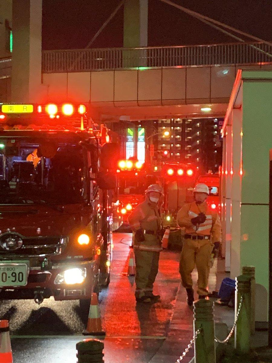 【大事件】へたりすとこの目の前の現場に巻き込まれて、帰宅難民ライバーになったなう。武蔵野線 武蔵浦和駅で人身事故「おじさんが貨物列車に飛び込んだ」電車遅延1/18 - NAVER まとめ