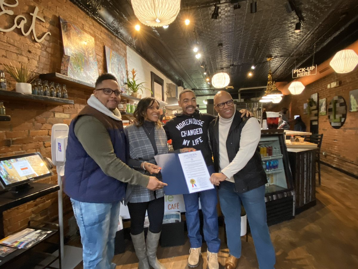 So excited to celebrate a new black-owned small business, Lifestyle Cafe, that just opened on the Near East Side! Check them out! Can't wait to see more small businesses pop up in the neighborhood that are for us and by us! #fubu #SmallBusiness #wealthcreation pic.twitter.com/VbwN7vygrY