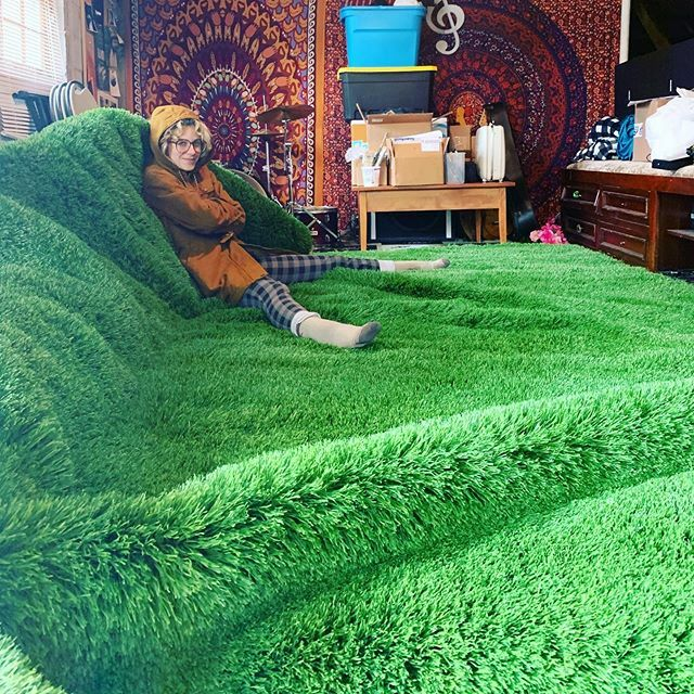 Things are happening at the Burchfield residence... @pipthepansy preparing for birthday shows next week at @aisle5_atl and @georgiatheatre #astroturfing #astro #turfpic.twitter.com/lSDUSYQPIr