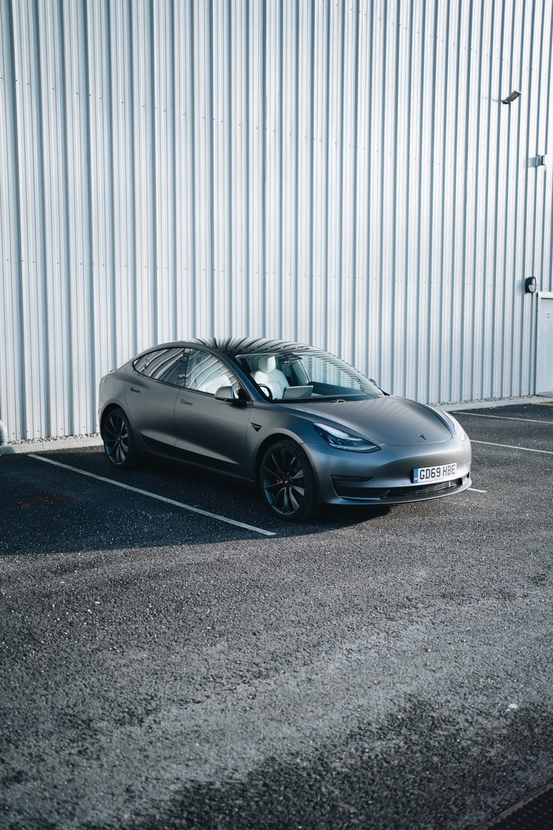 Wrapped my Model 3 satin dark grey, dechromed and added rear tints. <br>http://pic.twitter.com/Rl5MmIvFYN