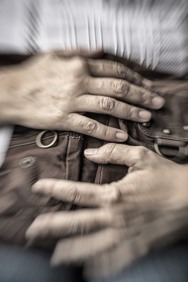 """""""VAIVEN"""", EN IMÁGENES.  https://versosaflordepiel.blogspot.com/2020/01/vaiven-en-imagenes.html…  EXPOSICIÓN FOTOGRÁFICA """"GRUPO ARSE""""  EN COLABORACIÓN CON EL COLECTIVO """"VALENCIA ESCRIBE""""  Los fotógrafos pusieron imágenes a nuestros relatos. Las historias ahora son mucho más grandes.   #LYF15 #VAFlorDePiel   Begoña Cosín Moya.pic.twitter.com/aG7i4McuwC"""
