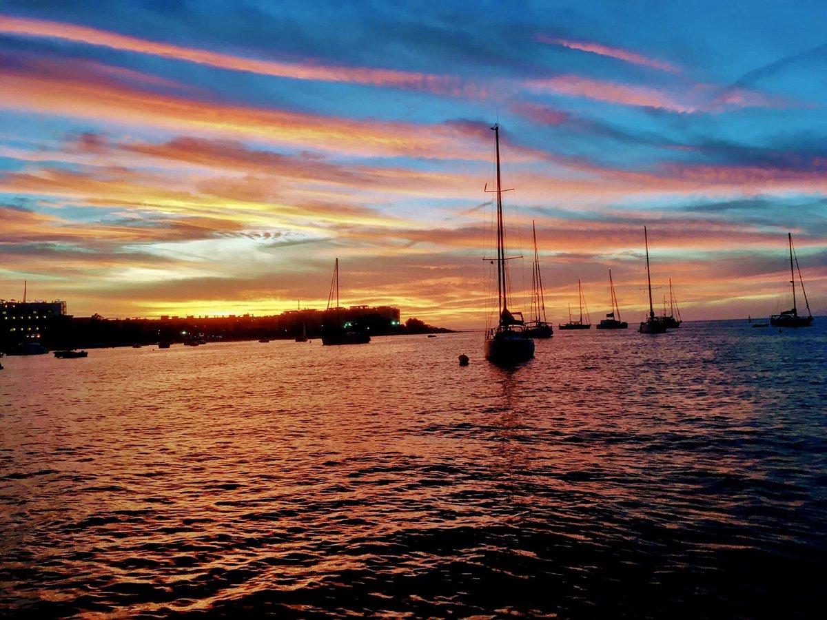 #ibiza #ibizasunset #sunset #sea #boats #holiday #photos #photography #ibizavibe #sunsetphotography #ibizabeach #ibizalife #mamboibiza #cafedelmar #instagoodpic.twitter.com/XQTfWbZRTl