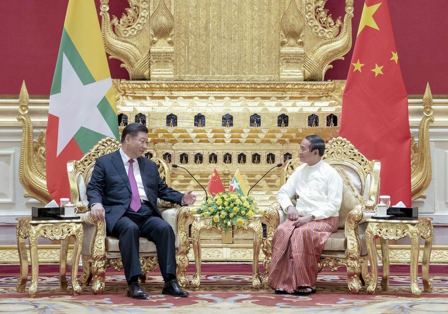 """Președintele chinez Xi Jinping a purtat discuții cu președintele Myanmar U Win Myint, vineri, subliniind importanța relației de prietenie """"fraternă"""" dintre cele două țări #Xiplomacy http://xhne.ws/LWW8qpic.twitter.com/Ln3C9774uZ"""