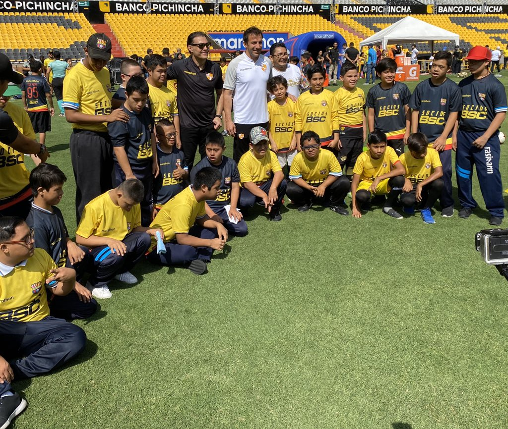 Morning starts meeting...  @FormativasBSC put together the U13 and U15 youth team for this clinic.  @bsc_fundacion invited @FasinarmOficial to come along with their special needs program.  @sociosbsc invited their youth members, they support the club since they were born