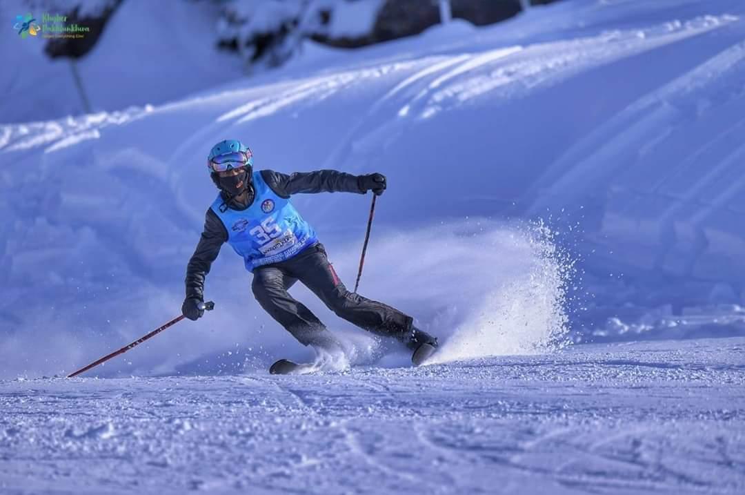 Winter Sports Festival 2020 at Malam Jabba ski resort  Participants enjoying fun #winter games like skiing, speed skating, ice hockey, sledding, snow-tubing & more  Impressive effort by @kptourism & Swat district! #BeautifulPakistan  <br>http://pic.twitter.com/EfIiEbRZTf