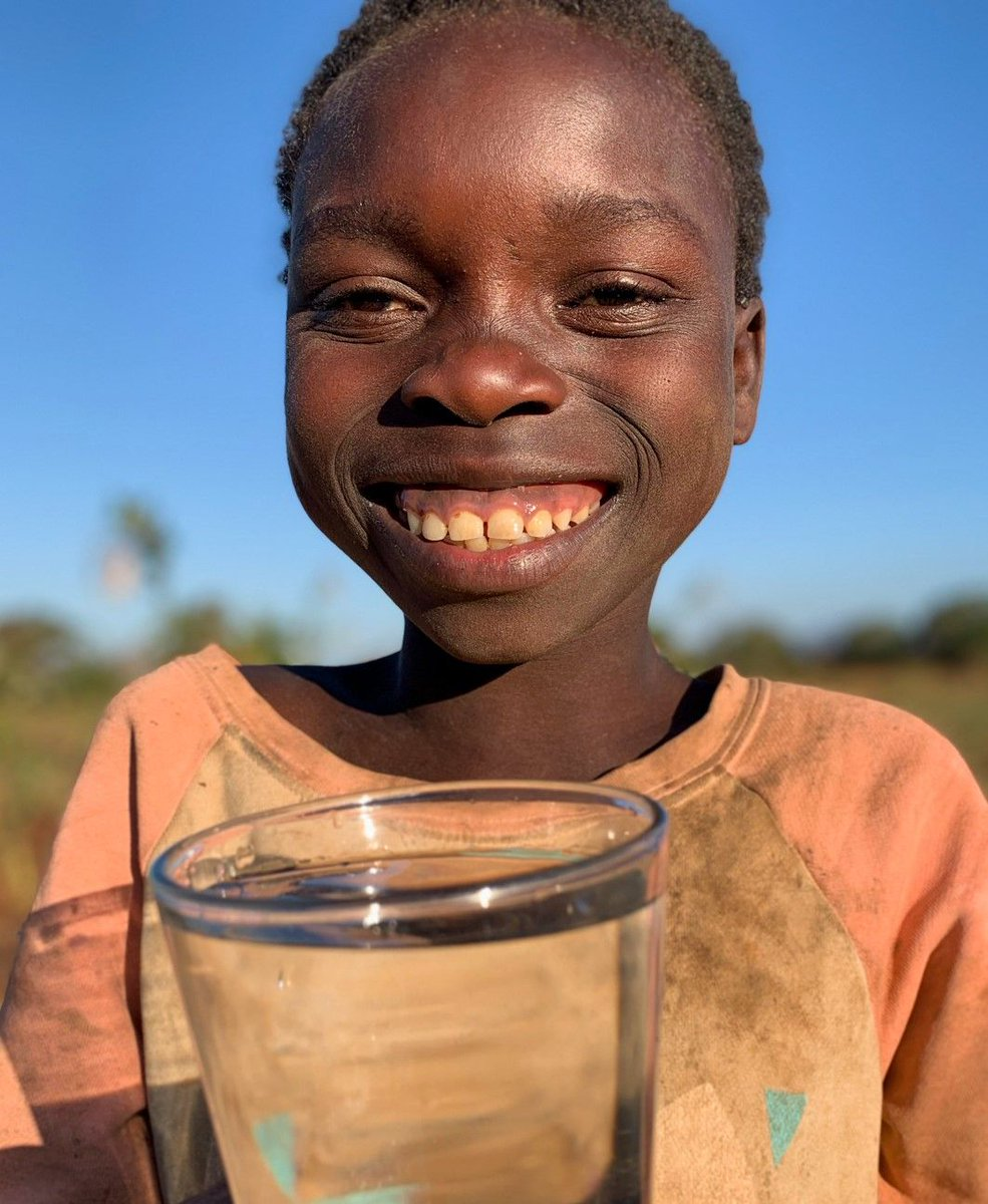 Many children share the burden of water collection that prevents them from attending school and reaching their full potential📚✏️ A donation of only £3 could provide a child with clean water and give them the opportunity to spend their time learning and playing with friends!💌