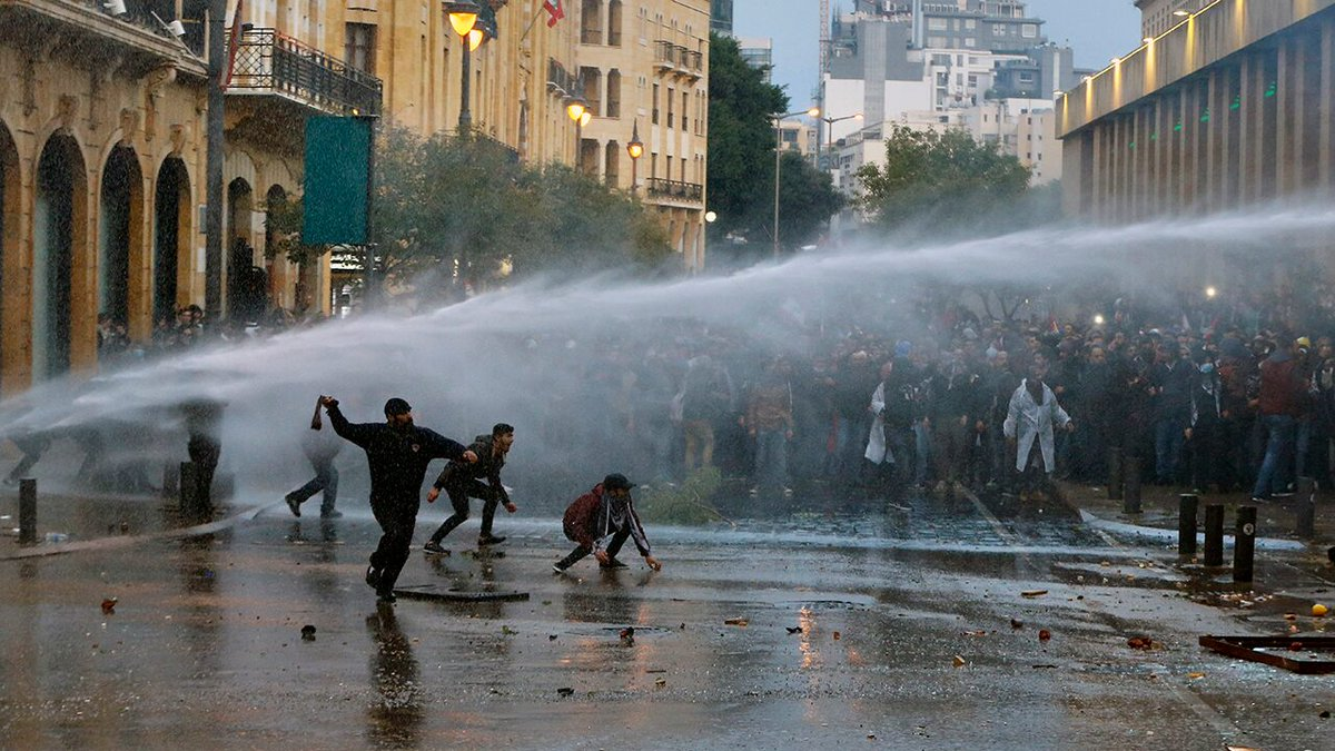 Lebanon police fire tear gas, spray water cannons at protesters amid riots in Beirut http://dlvr.it/RNJ6d8 via @foxnewspic.twitter.com/telys1aGnS
