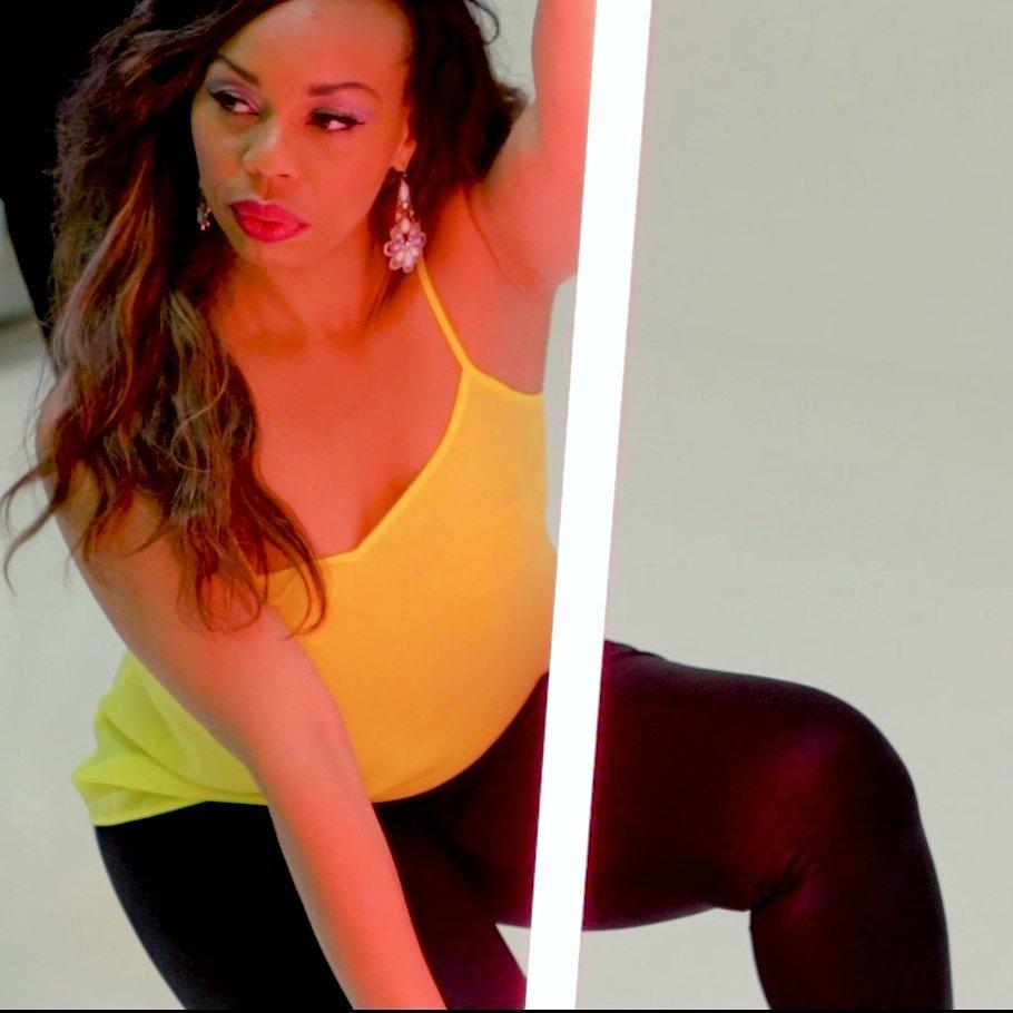 TOOCHI's Chidi working it on music promo shoot #toochimusic #gogirl #strikeapose #womeninmusicpic.twitter.com/xlZyMUJq4D