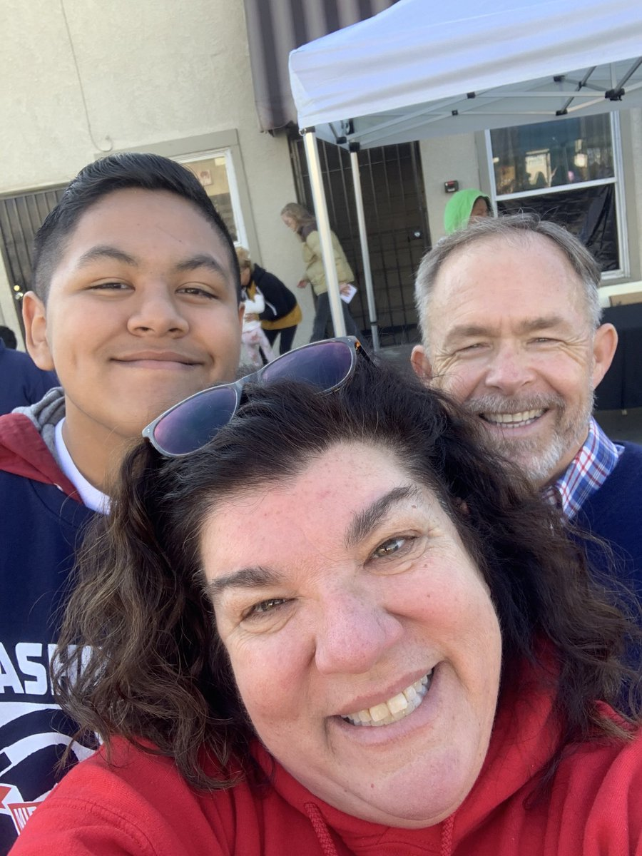 Proud to be representing Washington Middle School in the annual MLK Parade WITH @SuptSteinhauser #wmsmla #proudtobeLBUSD @DrRoshann @wms_patriotslb