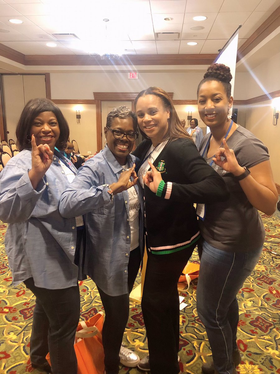 I love it when I meet new Sorors while I'm doing ministry! pic.twitter.com/4QvGSFvywo
