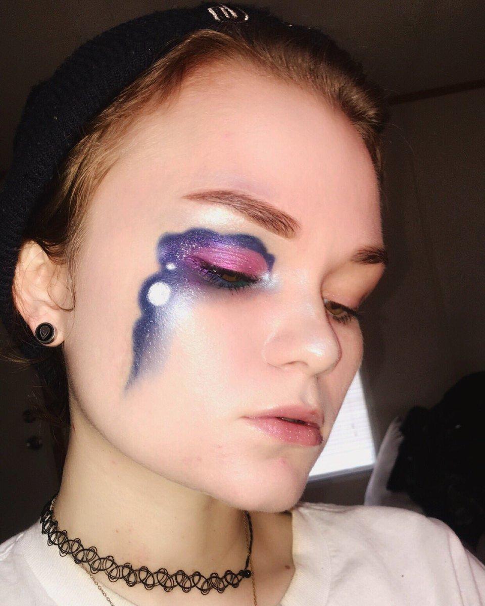 Intergalactic@MorpheBrushes james charles palette.                                @bhcosmetics galaxy chic palette @fentybeauty chillz highlighter   #MorpheBabe #eyeshadow #makeup #MakeupAddict #makeupart #makeupoftheday #MOTD #eyeshadowpalette #eyebrows #makeupbyme #Morphepic.twitter.com/OgyRIJlEwC