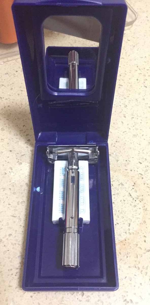 I bought this safety razor to learn how to shave, and to be honest, it's the best razor I got. The real reason I bought it cause I love the nostalgia feeling <br>http://pic.twitter.com/ppAfHIcROW