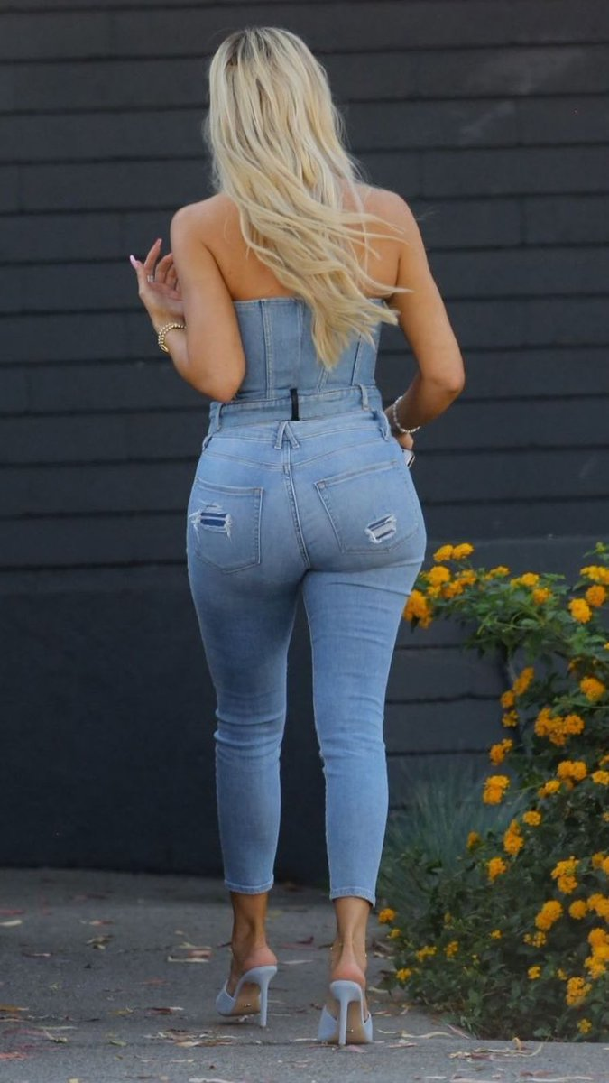 Khloe Kardashian's ass is one of the greatest things to happen to this worldpic.twitter.com/hFam8LZwrY