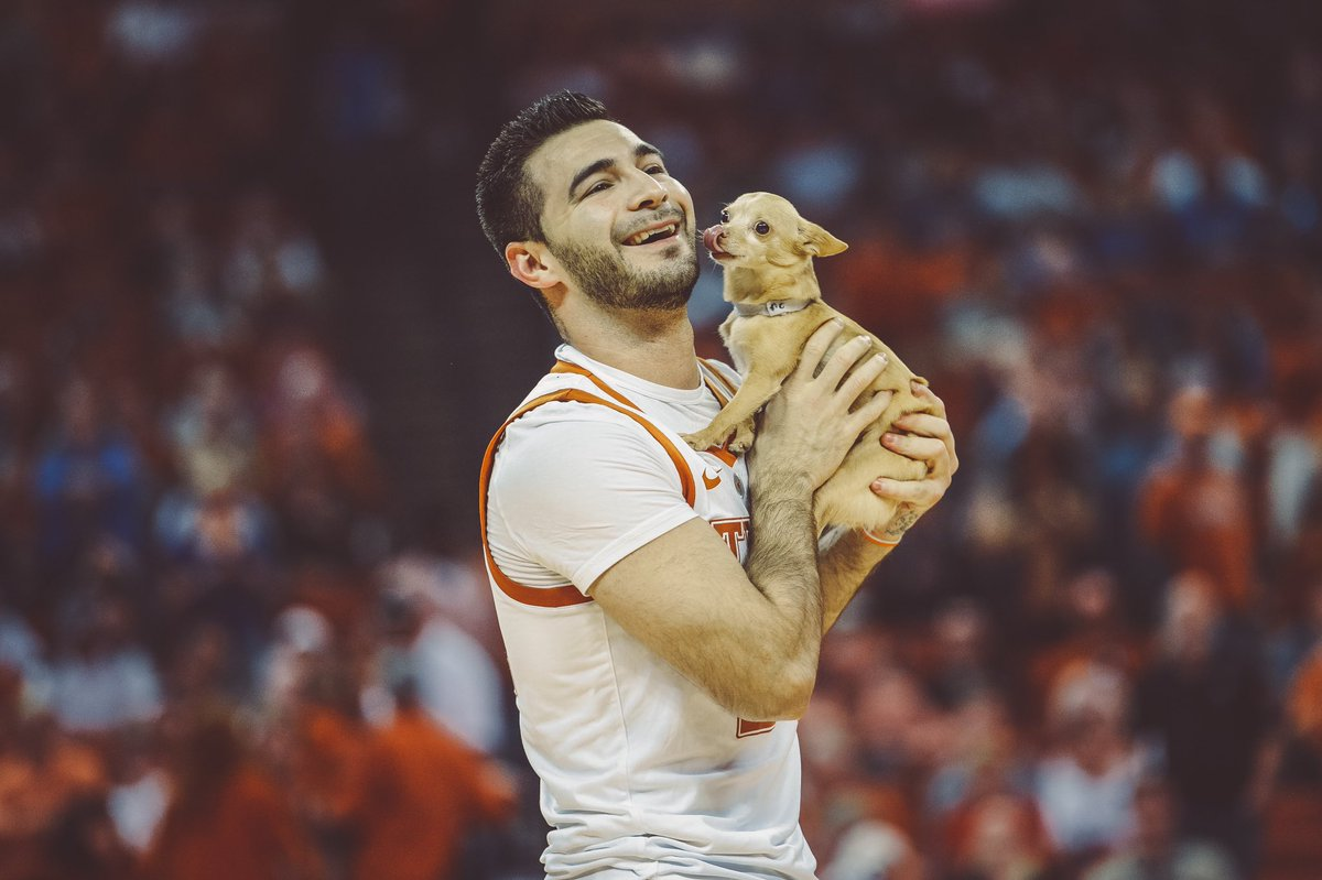 Look at this good boy 🐶 Thank you to Christian & Scooby for the halftime show. #HookEm🤘