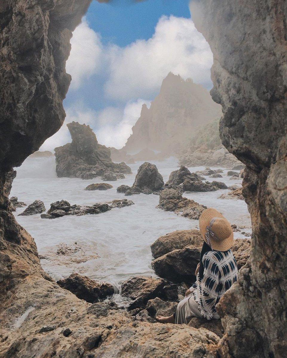 #Repost @ekaapurwati_ • • • • • • Pantai jungwok,girisubo,gunungkidul  Beautiful view  . . pantai jungwok gunung kidul yogyakarta  #pantaigunungkidul #pantaijogja #pantai #jungwokbeach #jungwokbeach#jogjaistimewa #wonderfulindonesia #pantaipic.twitter.com/0FXeuNUB9H