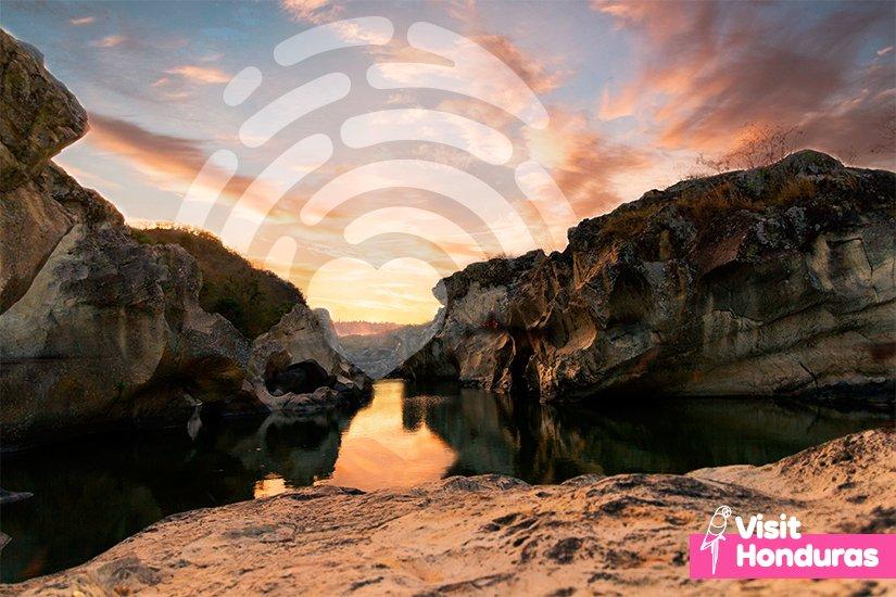 When twilight falls, romance in the clouds cover San Marcos de Colón.✨ #VisitHonduras #Honduras #Travel #Landscape