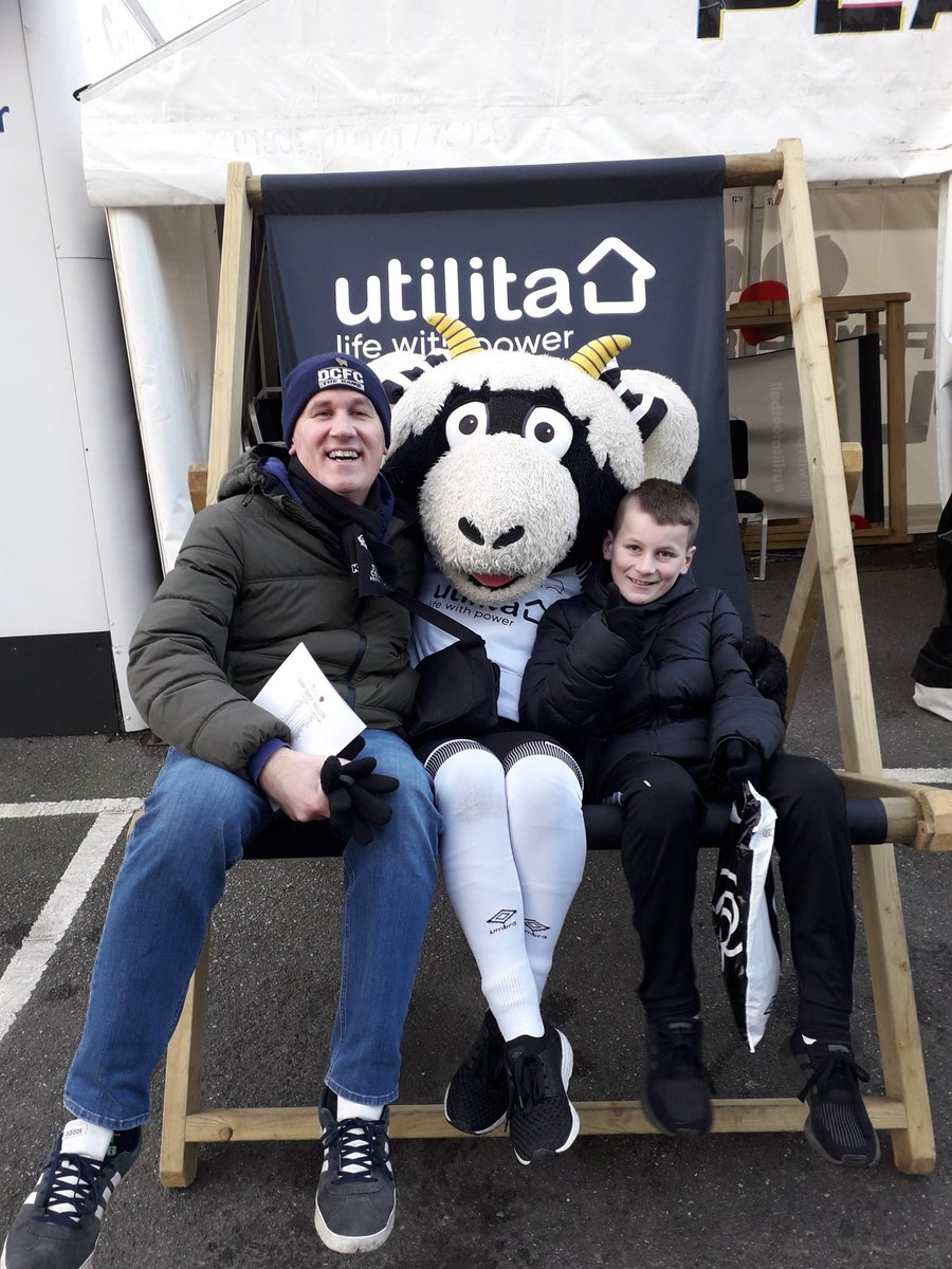 We just missed the Alfreton Supporters bus and tried to run as fast at Duane Holmes but it had gone! Still we drove to Derby and saw a solid display from the Rams! @martynenglish2 @RammieandEwie @DCFC_SLO @deaconsamtaylorpic.twitter.com/PYkPuxG2Uc
