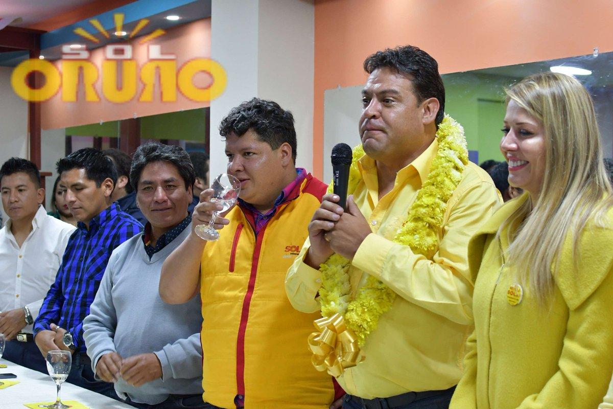 #SolOruro celebró la 1ra reunión del año, con la presencia del Secretario General de Soberanía y Libertad @LuisRevillaH y el Jefe Departamental #MarceloMedina, tenemos fé que vienen tiempos mejores para nuestra querida tierra #Oruro  #EsAhoraoNunca  #SoberaniayLibertad  #SolOruro https://t.co/f3hWn5dZrg