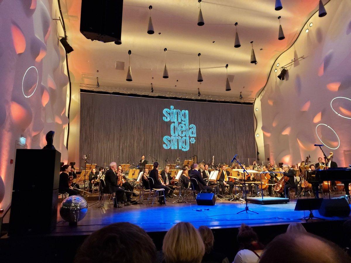 #singdelasing im #Nikolaisaal #Potsdam mit dem dt. Filmorchester Babelsberg.  Grandios, einfach nur grandios! pic.twitter.com/o7trcU4qeE
