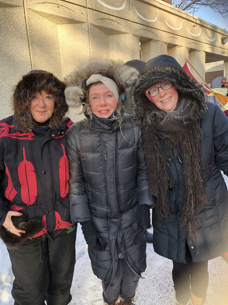 It might have been -40 for the ⁦@WomensMarchYQR⁩ but the hot fires of #feministfriends for life burns brightly & warms my heart. Love you Sally Mahood & ⁦@_mearcat_⁩ #wewillkeepmarching #whywemarch #whyImarch #marchforchange @WomensMarch2020 https://t.co/jd96kTwnbE