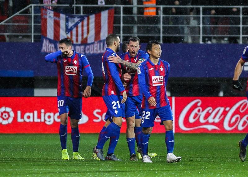 🇬🇧試合結果🇬🇧エイバルがアトレティコに2発完勝! 乾貴士はフル出場で勝利に貢献🗣️編集部より「エイバルはアトレティコ・マドリードを無失点におさえて勝利しました。アトレティコ・マドリードは第15節バルセロナ戦以来となるリーグ5試合ぶり黒星となりました」