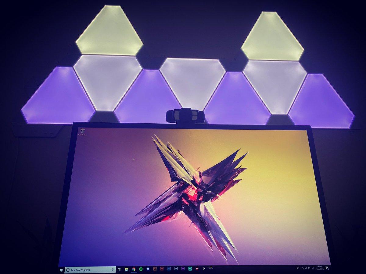 Just installed some nanoleaf panels. Beautiful. pic.twitter.com/cMSCguZ2og