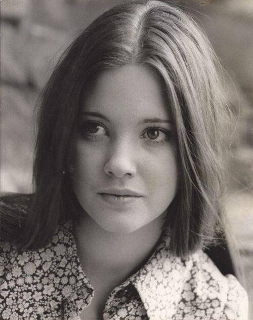 #Beautiful #LynneFrederick #circa1971 promo #headshot for #VampireCircus #HammerHorror #EnglishRose #LynneFrederickFanPage • #celebrities #oldhollywood #vintage #movies #films #beautiful #beautifulwoman #movie #actress #britishculture #mostbeautifulgirlintheworld #angelfacepic.twitter.com/9EUFrJ0TdW