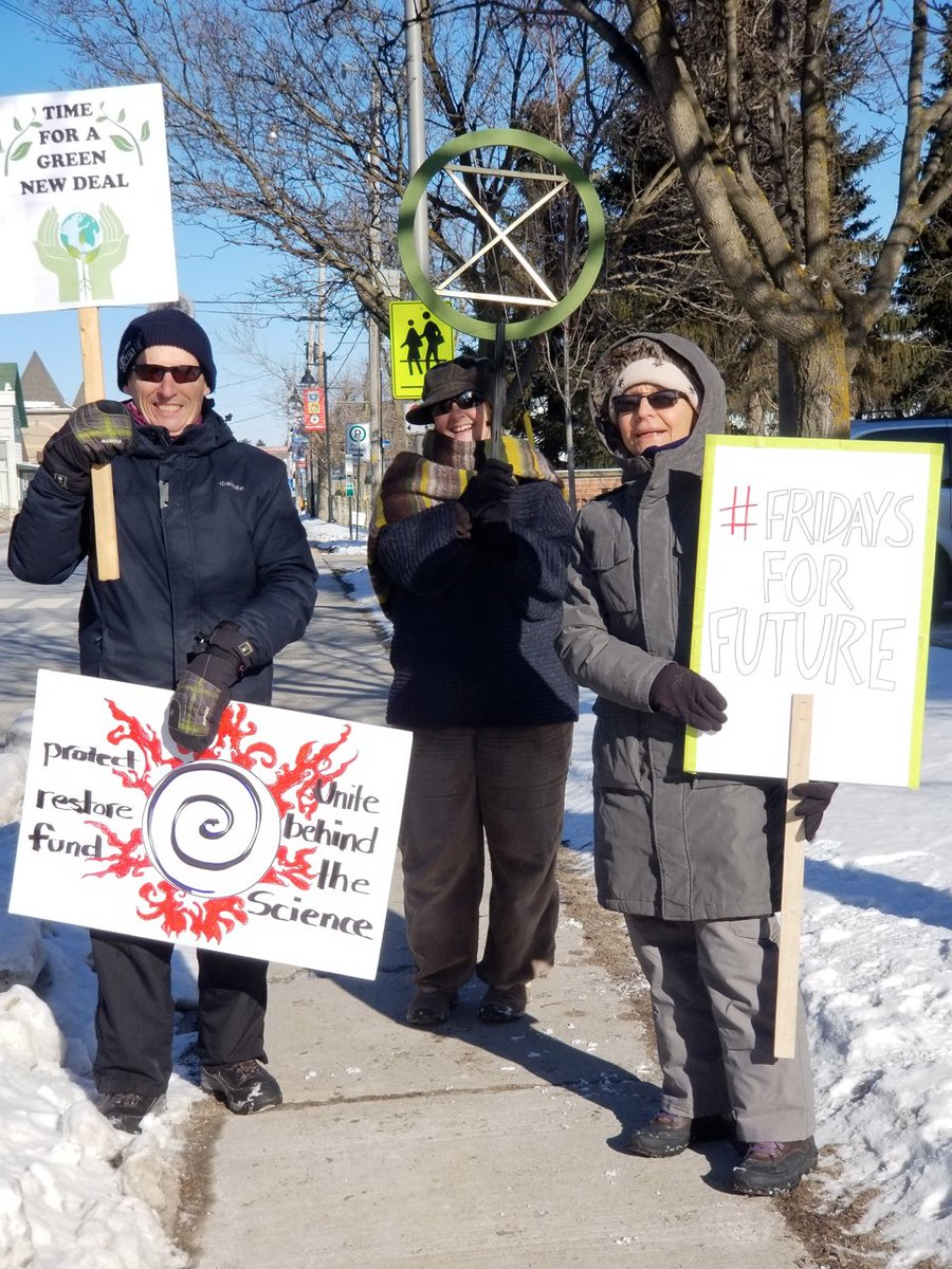 It was cold (-20C) in #Uxbridge Friday but four of us plus Odie the dog were outside of the Township office for #FridaysForFuture  Good News too: We persuaded the Township to create Climate Adaption and Transition Committee  #ClimateEmergency #GNDpic.twitter.com/CbQaZrgC1o