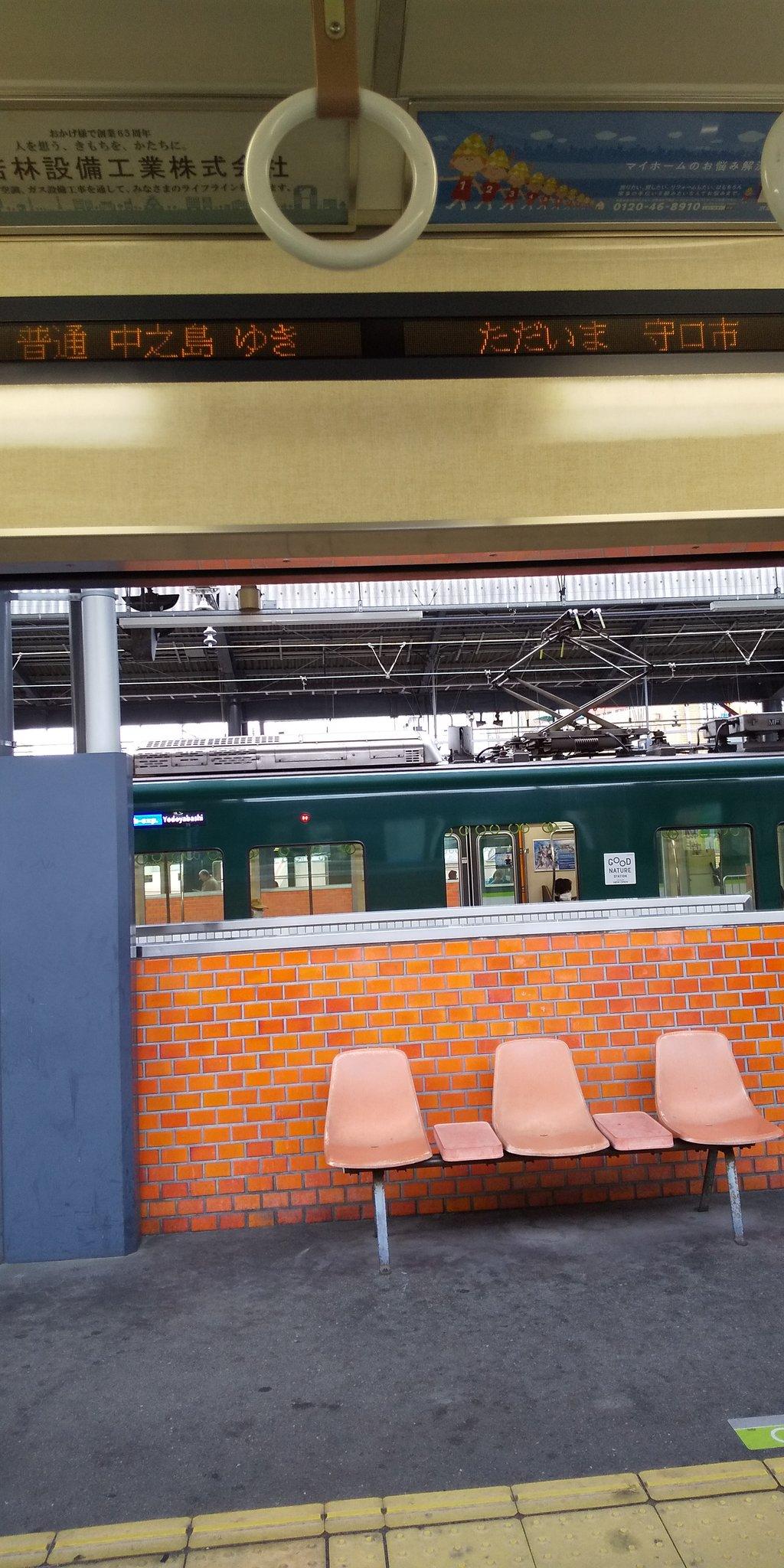 画像,天満橋で人身事故発生で暇チ───(´-ω-`)───ン振り替え輸送っていっても別の駅まで、歩いて大阪駅に着くし待つしかない(´Д`)ハァ…いまで30分待ってあと…