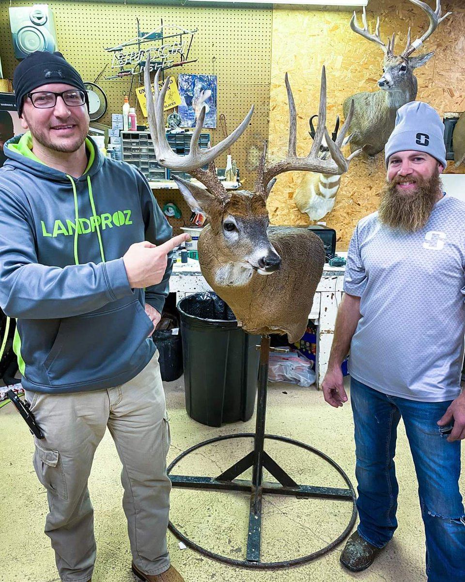 "2nd net Boone typical I scored last night. Congrats Brady Snider on your 182 1/8"" gross 175 7/8"" net bowkill giant. NE Iowa represent. @DruryOutdoorspic.twitter.com/KMPxO03WaX"