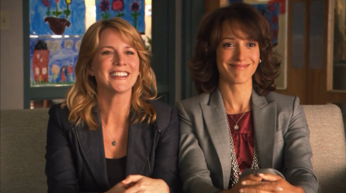 Bling bling the necklace. 😉😉😉 When can I see it again?🤔🤔🤔 @LaurelLHolloman @jenniferbeals