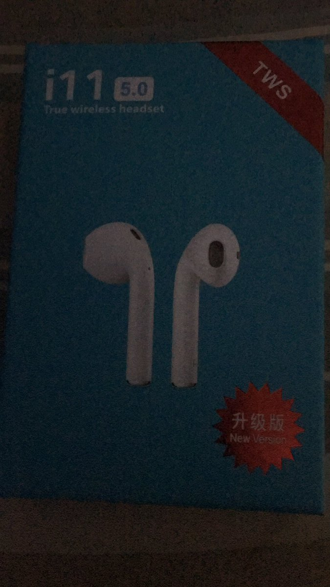 My dad got me fucking air pods for my birthday pic.twitter.com/yKCNsEgase