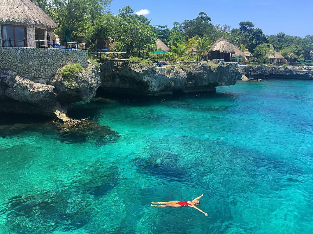 This is the best way to tan without leaving the water!  Read more about Negril here - http://ow.ly/IiDm50xVEdg| IG: terriemcevoy #CaribbeanLife #IslandGirl #WeJaminatepic.twitter.com/P7Y16PFq5H