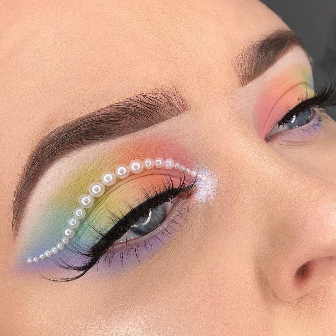 OKAY PASTEL #MorpheBabe @Amythedutchess glammed it up and added pearls to this rainbow moment using the #35IPalette. #Morphe #BlendTheRules #RainbowMakeuppic.twitter.com/BiJj55wl62