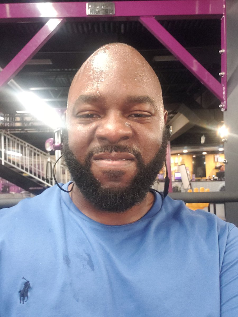 Sweaty workout pic of the day... #LetsGetIt!!! pic.twitter.com/X4K0eBjkLd