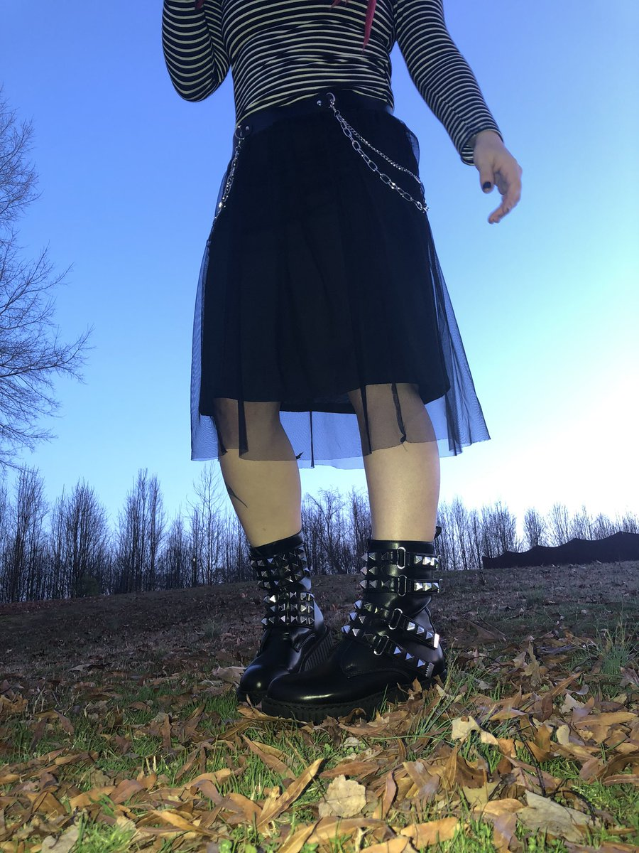 Hoping back on Twitter like #goth #alternativefashion #altgirl #altstyle #gothgfpic.twitter.com/trORmnmrct