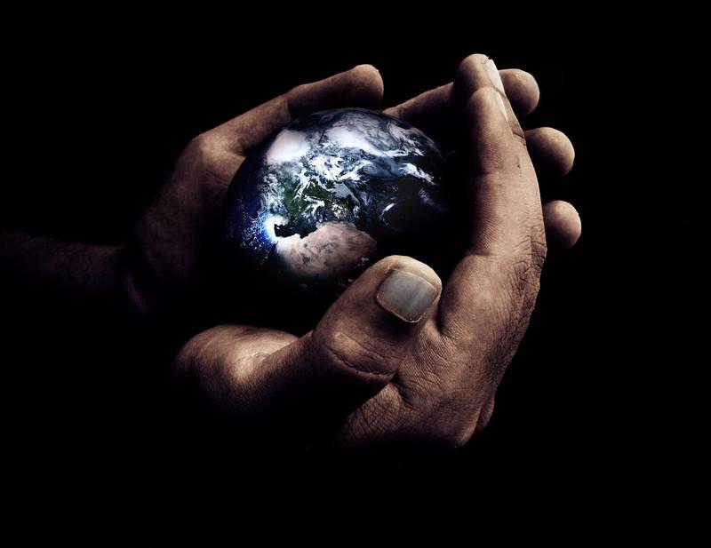 Ama, abraza, sonríe, juega, llora, olvida,  perdona, muévete, ríe...que el Mundo te  necesita!!!. pic.twitter.com/PiN7EQAMU6
