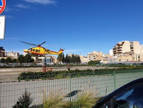 Scende in cortile e si da fuoco,  è gravissimo un uomo ricoverato nel Centro grandi ustioni di Catania - https://t.co/iOKOCbfoBk #blogsicilianotizie