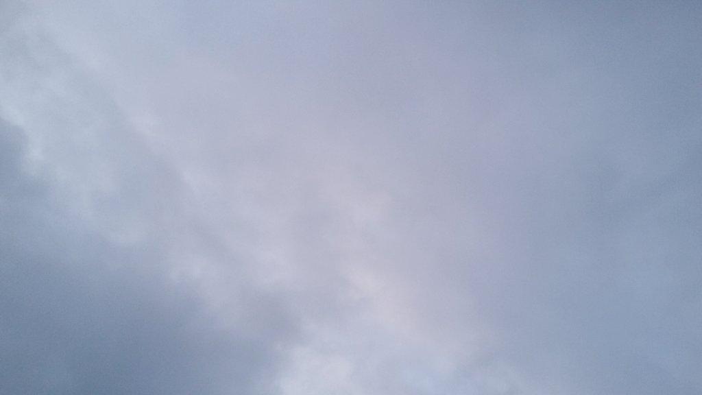 8:05 - der Himmel über mirpic.twitter.com/v02CmELo66