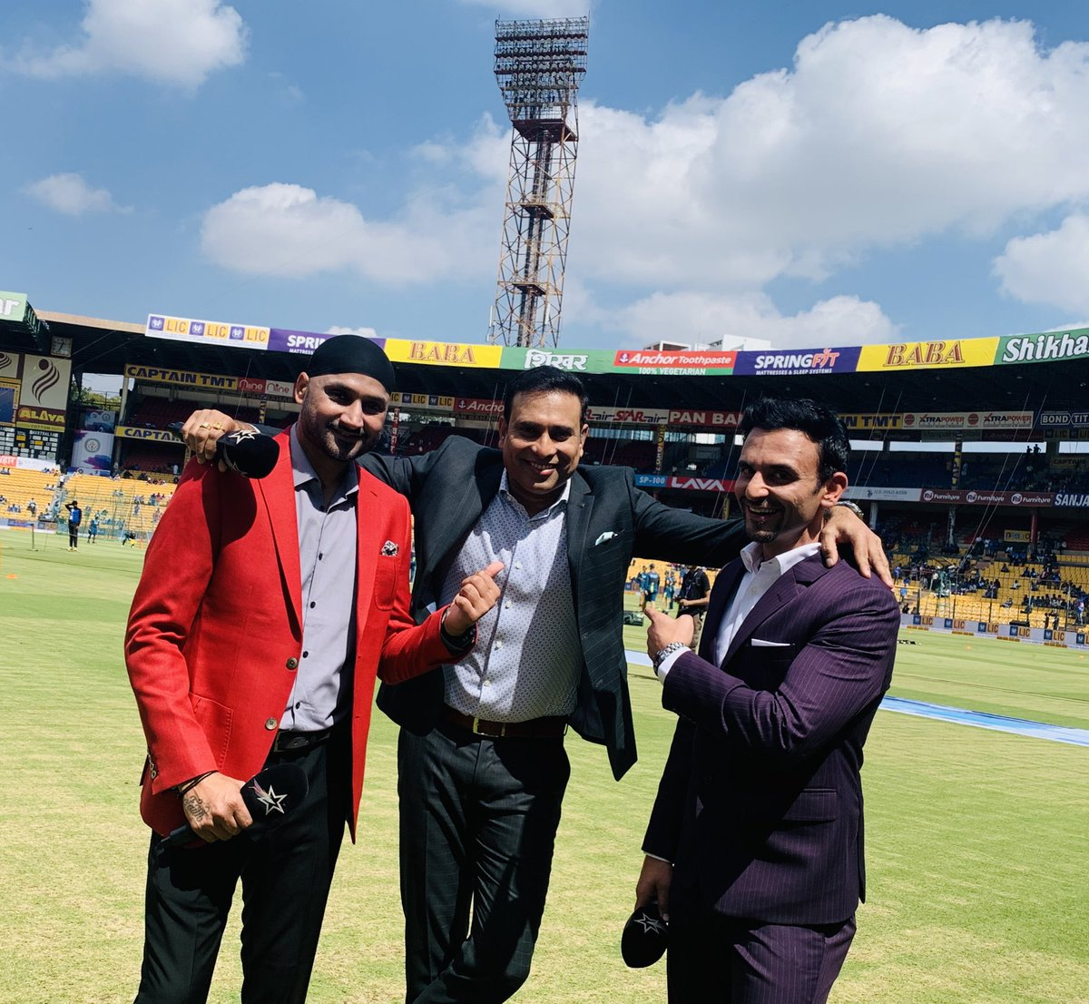 Ready with my crew for the biggie #IndvAUs it's gone down to the wire and today, the men in blue need to be on fire 🔥 Let's do this boys.. 🙌🏻