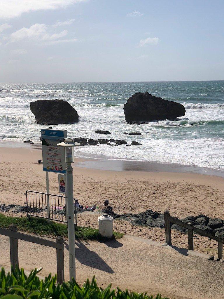 Un jour une photo : balade sur la plage de #Biarritz pic.twitter.com/o8VroUaOp8