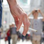 Image for the Tweet beginning: Vietato fumare anche all'aperto? Ecco