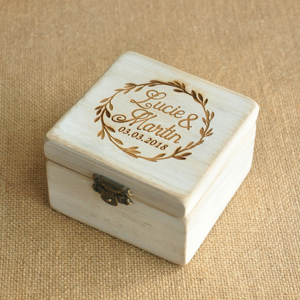 Wooden Wedding Ring Box // Shop:  #Jewelry #JewelryBoxes #Awessories