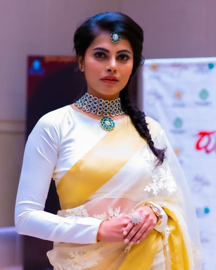 """""""ಪವನ ಗೌಡ"""" ಧಾರಾವಾಹಿ ಆಕ್ಟರ್  #Pavanagowda  #Actress #Sandalwood #Beauty #Queen #Model #Film #bold #bollywood #tollywood #kFI #KannadaCinema  #Romantic #Hot  #heroin #Kannadathi #COSTUME #fashoin #Love #Freind #romance #Lovely #Red  #Lead #body #bollywoodactresses #bollywoodhotness pic.twitter.com/HUguhXnsy9"""
