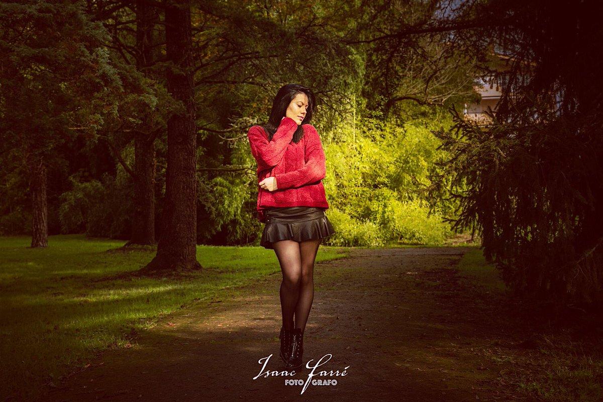 En busca de una luz en el camino.  Modelo Naroa  Fotógrafo @isaacfotografia  #nikonphotography #moda #stylephotography #lightroompic.twitter.com/cLqGqsfLfx